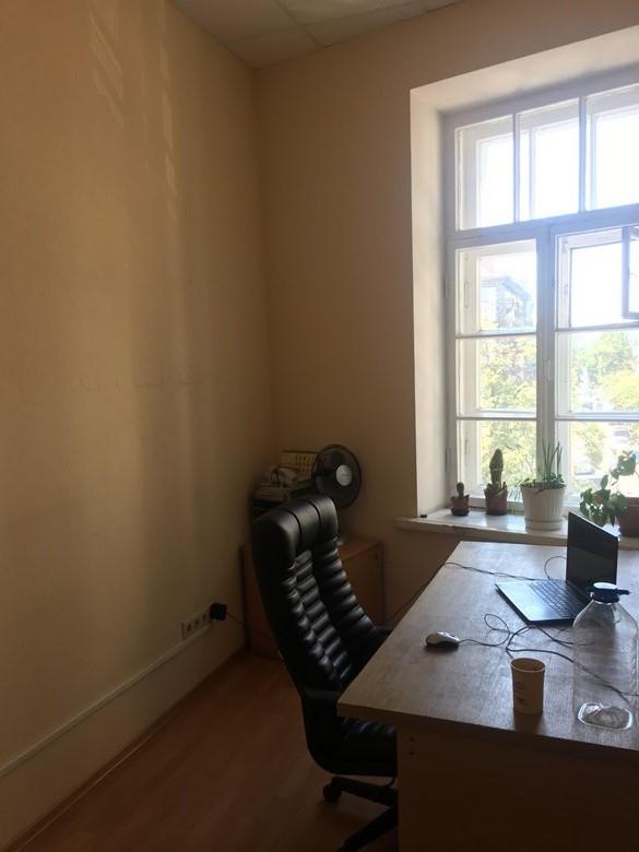 Нежитлові приміщення в м. Київ, площею 25,0 кв. м